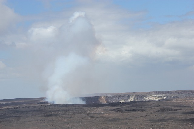 キラウェア火山のカルデラ